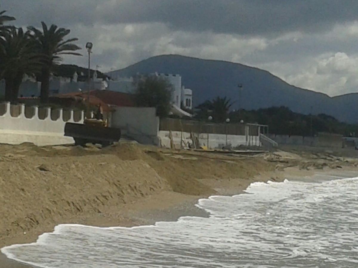 La spiaggia erosa dalle mareggiate
