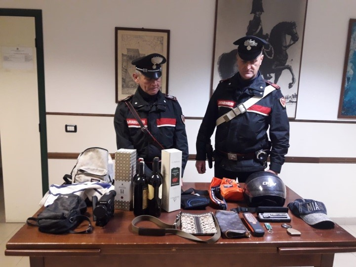 Carabinieri Terracina refurtiva